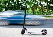 Estará prohibido por la DGT que los patinetes eléctricos aparquen en las aceras